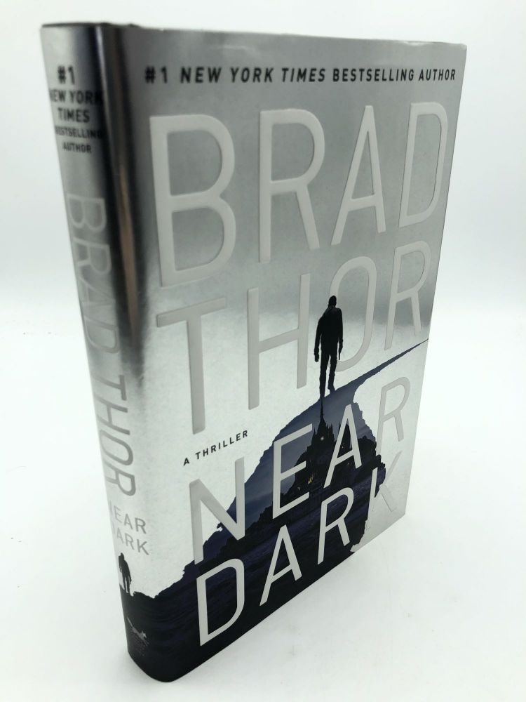 Near Dark: A Thriller (19) (The Scot Harvath Series). Brad Thor.